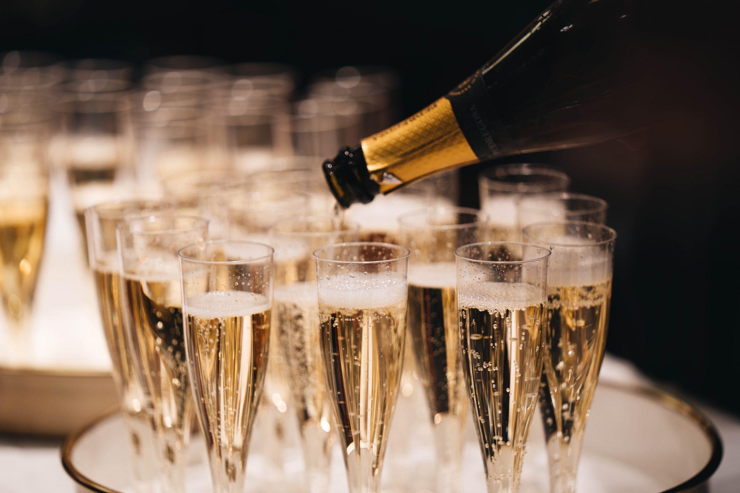 Sparkling Wines New Year's Eve 2020 alexander-naglestad-xzKtOI1Cnxo-unsplash